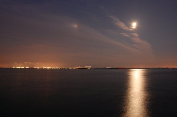 [PIC] Moonlight on the sea