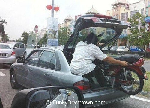 3886856_138744108351_funny-crazy-pictures-Only-in-Malaysia-6.jpg
