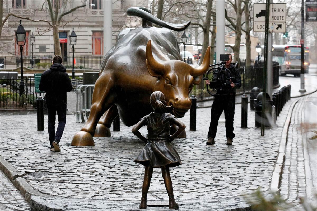2924942_148987510262_wall-street-bull-girl-statue-1012p_503a1f140e10b087635.jpg