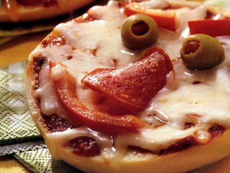 OMG I WANT PIZZA BAGEL!!!