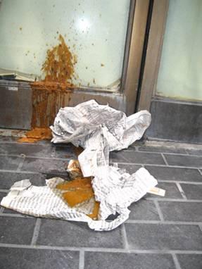 omg poop on the wall