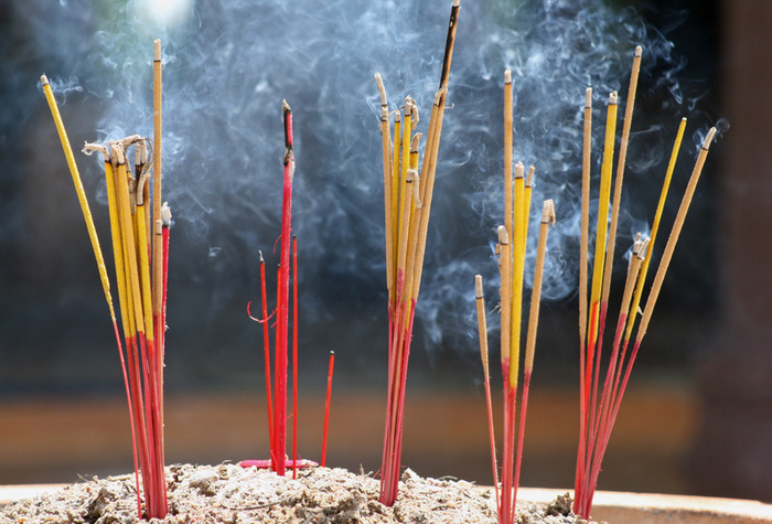 3087851_138652947553_incense_sticks.jpg