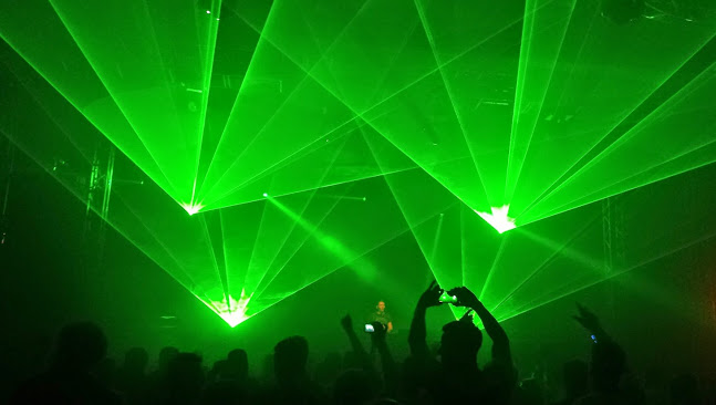 2520126_142775698331_head_laser_show.jpg